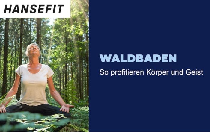 Frau meditiert in einem Wald